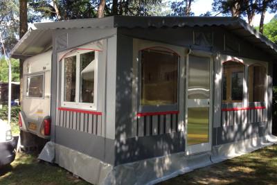 401.Tenda rigida con doppio tetto e serramenti